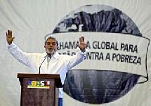 27 janvier 2005, Porto Alegre. Le Président brésilien Luiz Inacio Lula da Silva parle de «la bataille contre la pauvreté dans le monde». (Keystone)
