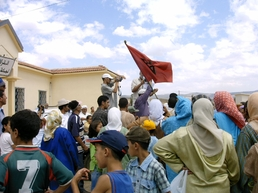 Au Maroc, Ben Smim refuse que sa source soit mise en bouteilles , article de La Croix