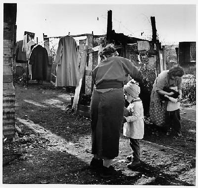 photo restrospective du bidon ville de Nanterre dans les années 1960
