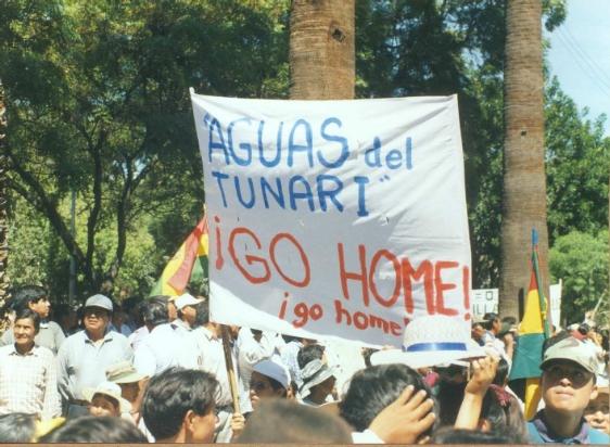 marche contre l'opérateur privé en Bolivie à l'origine de la guerre de l'eau à Cochabamba en 2000