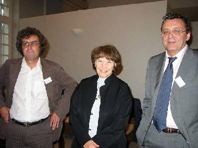 De gauche à droite : Bertrand Riandière La Roche, président d'Attac Nord-Cotentin, Danièle Mitterrand et Jacques Nikonoff, président national d'Attac France.