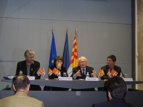Le Président de la Région PACA Michel VAUZELLE signe l'Appel de Varages
