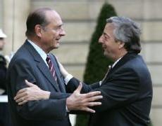 Jacques Chirac a accueilli Nestor Kirchner à bras ouverts… même si la fermeté reste de mise dans la négociation (photo AFP