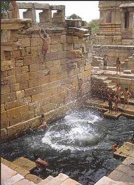En Inde: L'ALTERNATIVE EN MARCHE:  <font color='red' size=4>Un journal populaire appelle à l'acte citoyen pour sauver les réserves d'eau.</font>