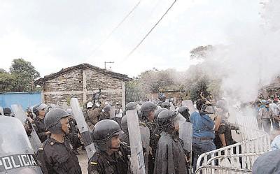 FORUM DE MEXICO :<font color='red'> Au Mexique, une rébellion antibarrage. Des paysans résistent au futur engloutissement de leur village.</font>