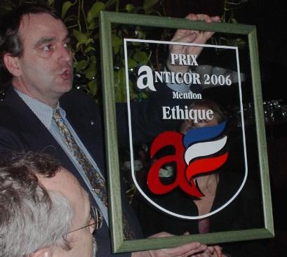 Humour et éthique : <font color='red'>Des Casseroles d'Or pour la 3ème remise des prix Anticor</font>