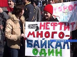 Manifestant contre le projet Baïkal