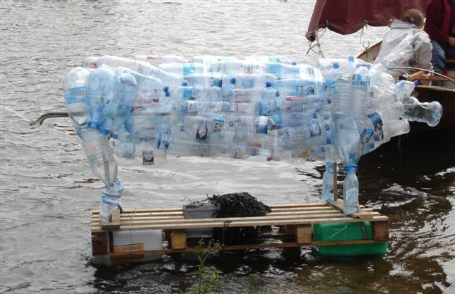 S-EAU-S a manifesté pour l'eau... sur l'eau