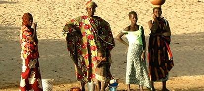 De l'eau à DIENDE au MALI : le tennis court au secours des maliens