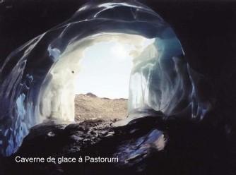 La caverne de glace du Pastoruri avant qu'elle ne disparaisse
