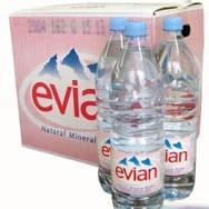 Bataille de l'eau : l'Eau des bouteilles d'Evian contiendrait une quantité excessive de microbes selon l'Administration shanghaïenne