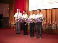 Un filtre naturel d'hydrocarbure salué au Nobel des étudiants