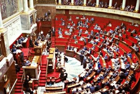 Conférence de presse nationale des associations d'usagers de l'eau favorable à la régie 14 février à l'Assemblée Nationale face à la domination de Veolia, Suez et la Saur
