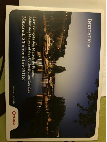 Veolia invite à déjeuner plus de 1 000 maires dans le congrès de l'Association des Maires de France ce 21 novembre 2018 et à entendre son PDG et sans parler d'un stand luxueux offrant champagne et petits fours pendant 3 jours imputés sur les factures